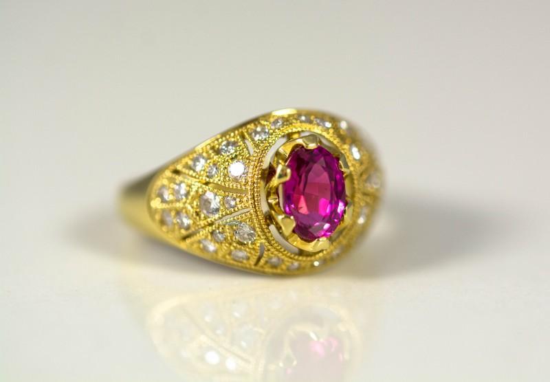 Ring with Rare Tajik Ruby 1.28 ct, Diamond 0.55 ct, Gold 750 -18 ct - GIA O