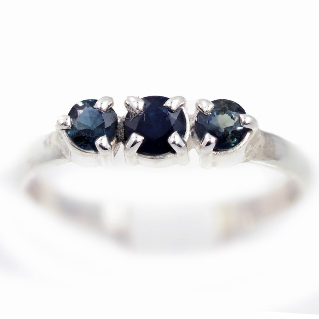 SIZE 8 BLUE AUSTRALIAN SAPPHIRES SET IN SILVER RING [SJ4532]