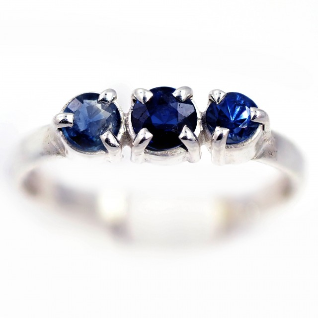 SIZE 7 BLUE AUSTRALIAN SAPPHIRES SET IN SILVER RING [SJ4547]