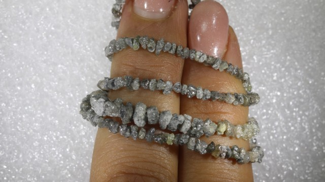 18.25 CTS METALLIC SILVER GREY ROUGH DIAMOND STRAND SD-233
