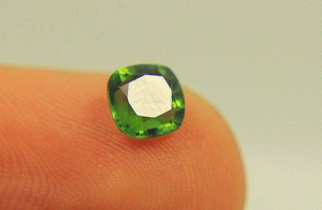 0.70 CTS SMALL JEWELLERY SIZE GREEN TOURMALINE GEMSTONE