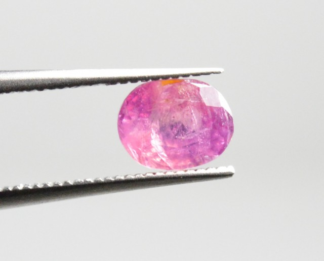 Natural Ruby - 0,79 carats - Unheated / Untreated