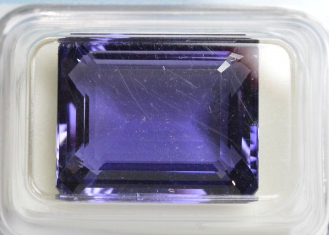 Natural Iolite - 13.93 carats - Unheated / Untreated