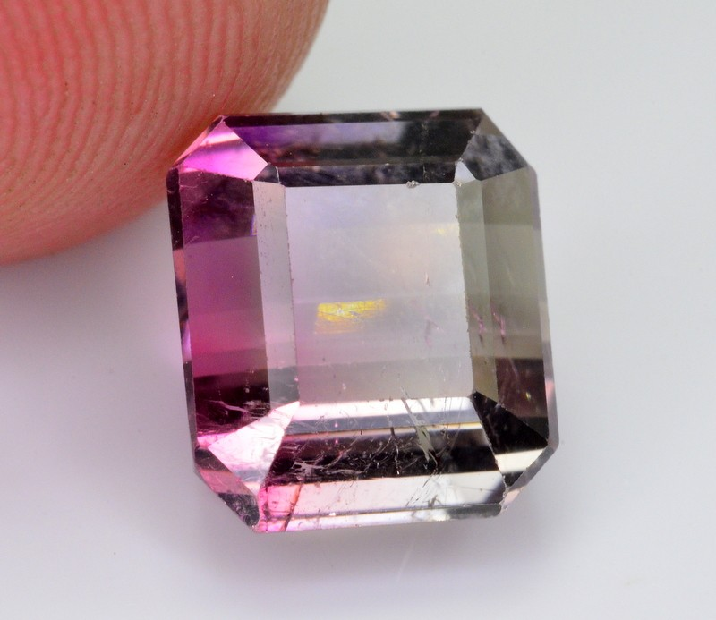 4 CT NATURAL BEAUTIFUL BI COLOR TOURMALINE
