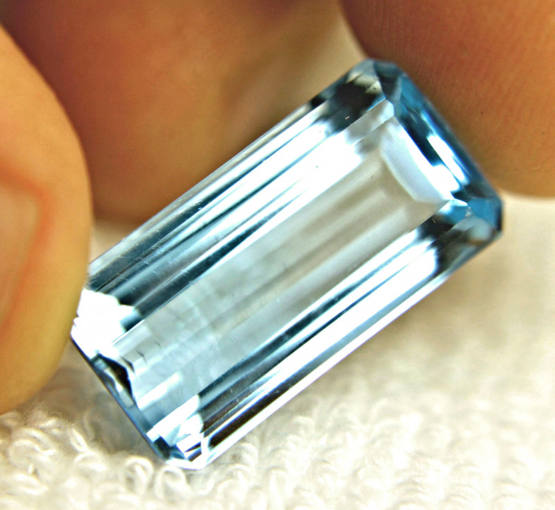 26.75 Carat VVS1 Brazil Blue Topaz - Gorgeous