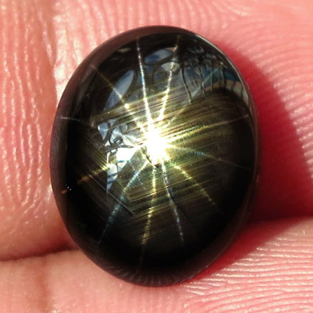 7.07 Carat 12 Ray Thailand Black Star Sapphire - Gorgeous