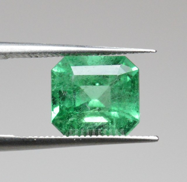 Natural Emerald - 1,80 ct - Gemstone - Fine color quality