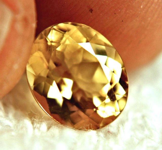 CERTIFIED - 4.35 Carat VVS1 Golden Beryl
