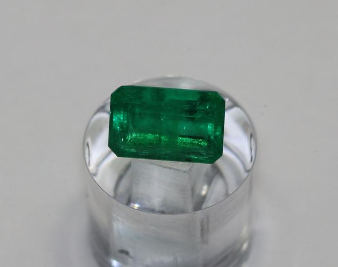 0.89 carat Stunning Panjshir Minor Oil Beautiful Vivid Green
