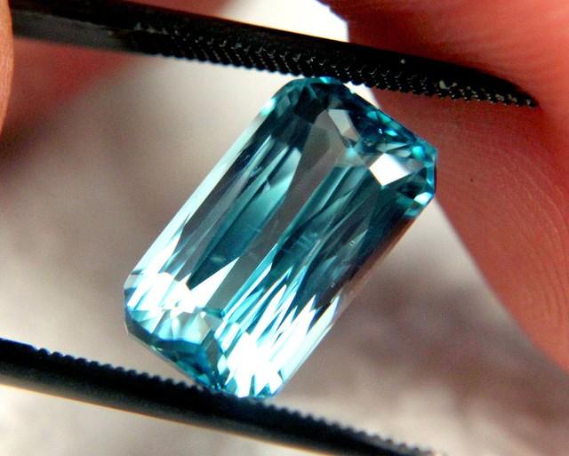 CERTIFIED Beautiful Zircon ~ Blue ~ VVS ~ 7.84cts