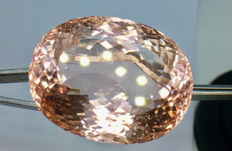 125.70 Crt Natural Morganite Top Quality  Faceted Gemstone (R 98)