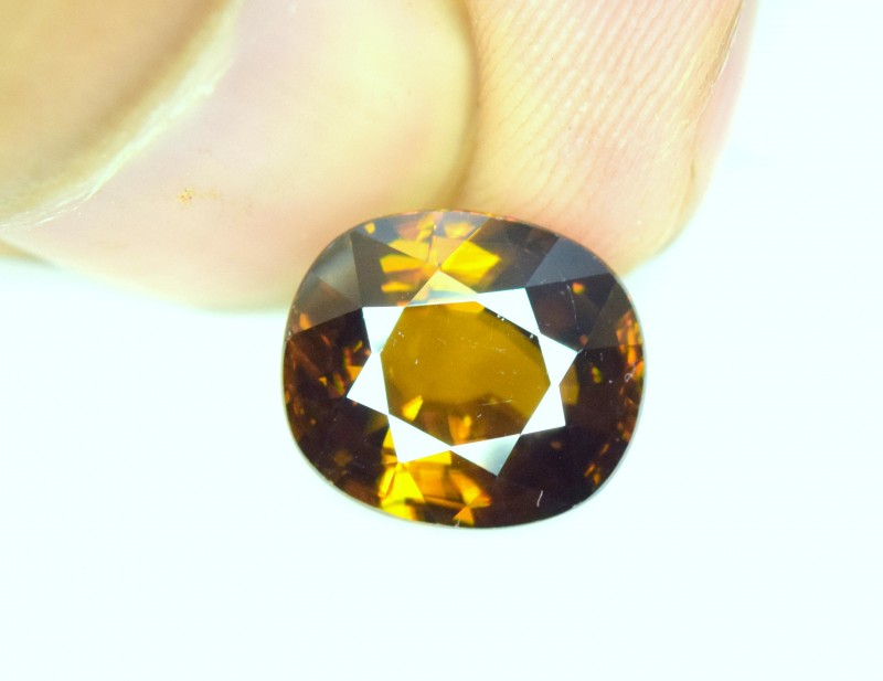 4.40 cts carats AAA Color Full Fire Natural Chrome Sphene from Pakistan