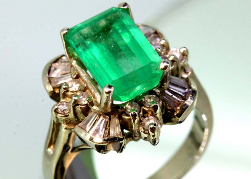 31.5CTS EMERALD  WHITE GOLD DIAMOND RING -JJ