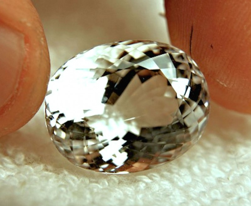 26.6 Carat White VVS Goshenite Beryl - Superb Gem