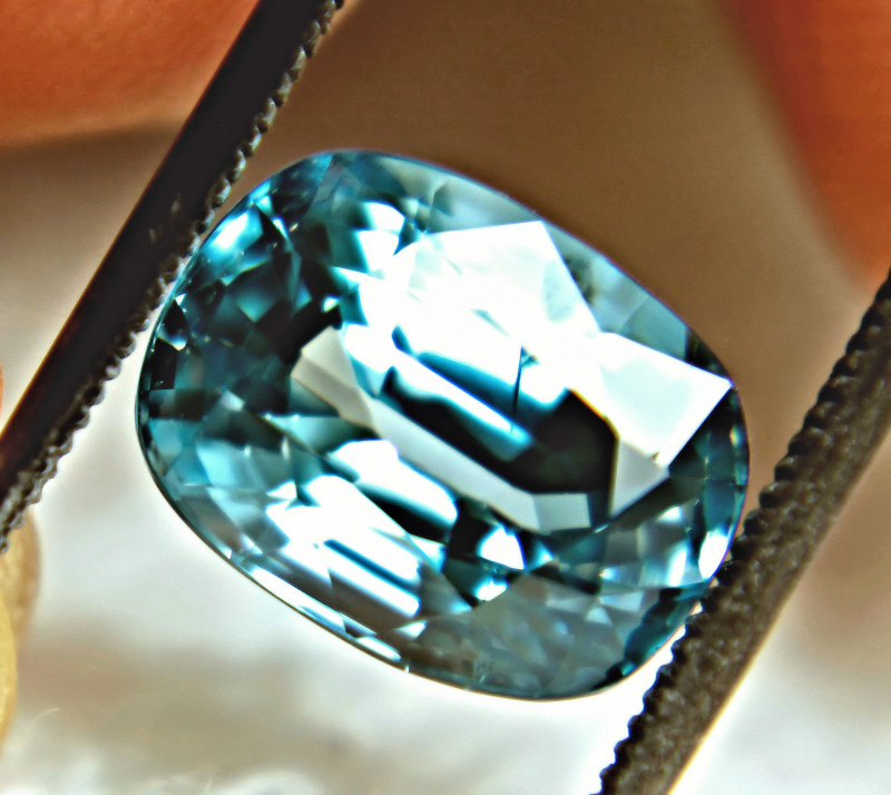 CERTIFIED - 6.20 Carat Blue VVS1 Southeast Asian Zircon