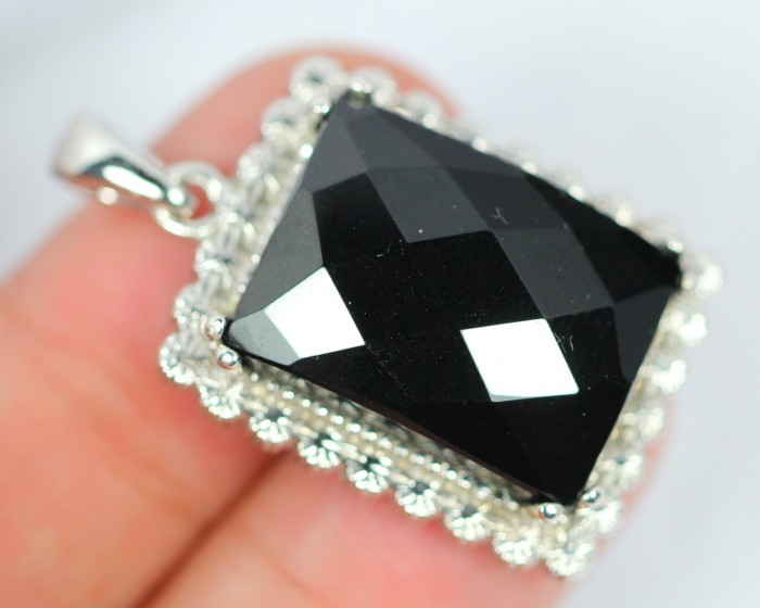 NR Lot 15 ~ 57.7Ct Natural Black Onyx 925 Silver Pendant