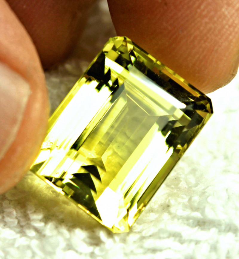23.8 Carat African VVS Lemon Quartz - Beautiful