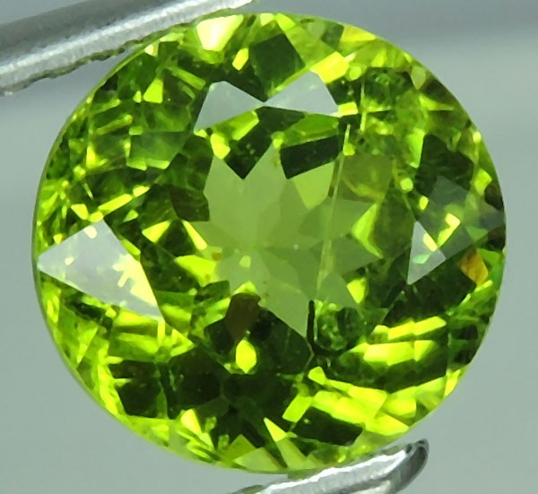 2.00 Cts.Magnificient Top Sparkling Intense Green-Round