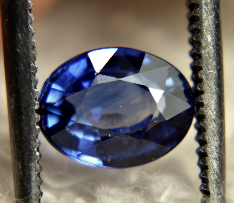 CERTIFIED - 1.09 Carat Blue SI Sapphire - Gorgeous