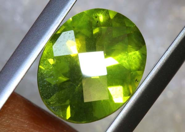 2.25 CTS PERIDOT FACETED STONE TBG-2872