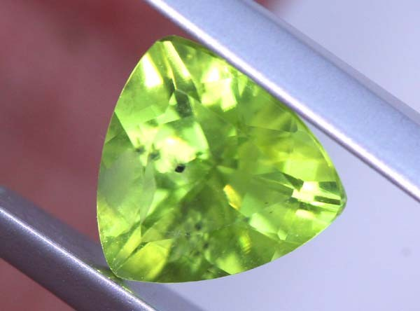 1.55 CTS PERIDOT FACETED STONE TBG-2878