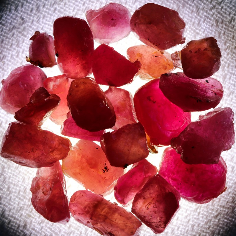 103.10 CTS RUBY ROUGH FROM MADAGASCAR  -TREATED/TRANSPARENT  [F7376]