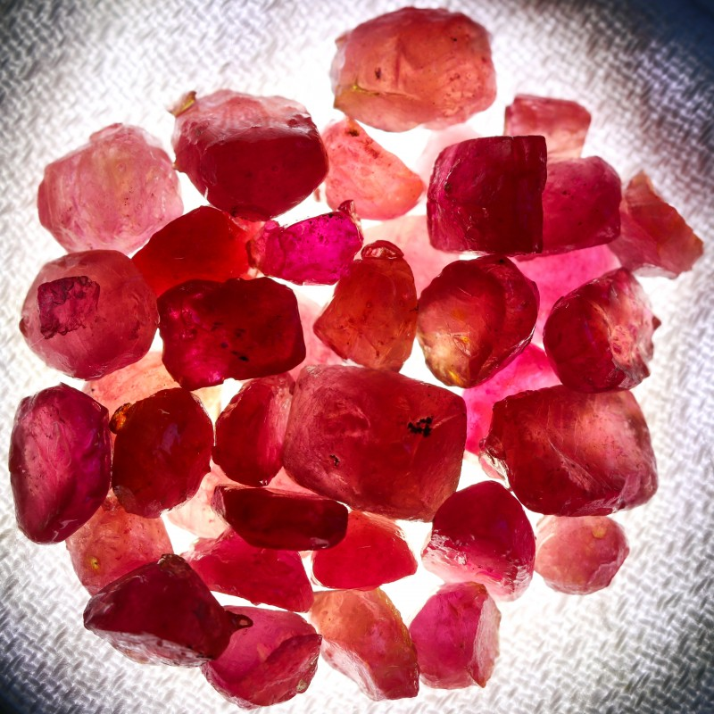 108.25 CTS RUBY ROUGH FROM MADAGASCAR  -TREATED/TRANSPARENT  [F7380]