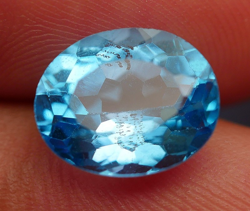 4.25 CRT GORGEOUS SWISS BLUE TOPAZ VERY CLEAR