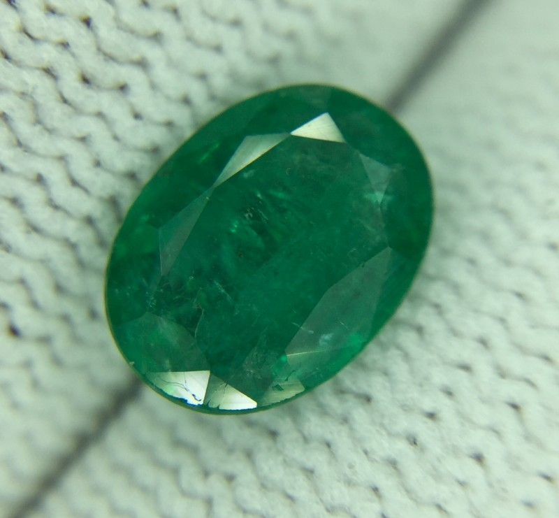 1.42 Ct Natural Green Emerald Good Luster Gemstone Ed5