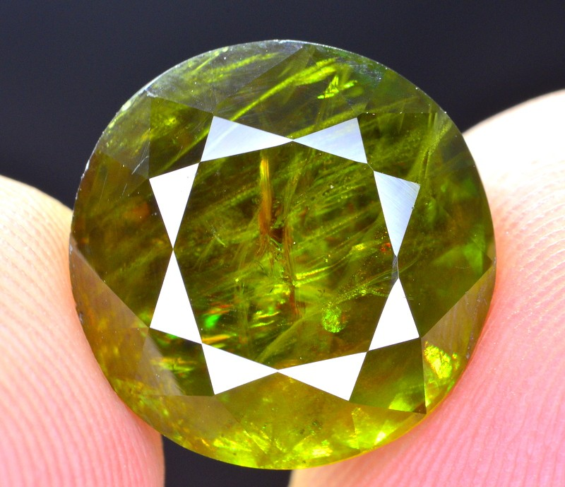 Brilliant Fire 11.75 Ct Natural Green Sphene From Himalayan Range