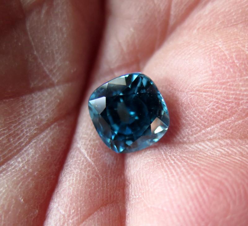 VERY NICE BIG CERTIFIED BLUE ZIRCON 6.87cts. VVS+
