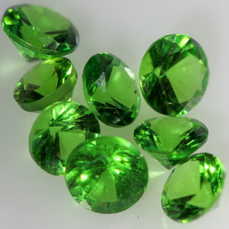 0.986 CTS  3.2 MM TSAVORITE BRIGHT PARCEL.[STS1064]safe