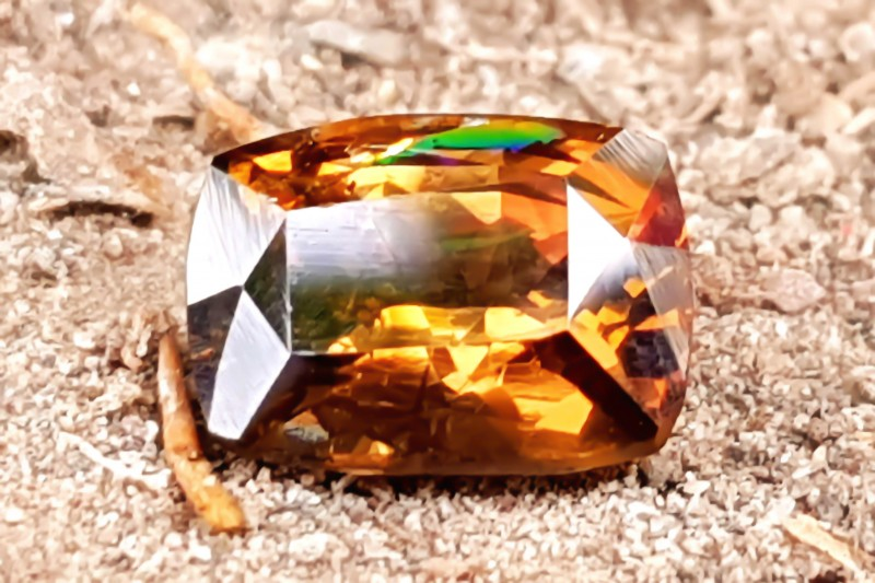2.25 CTS NATURAL SPARKLING FIRE BROWNISH RARE AXINITE TRANSPARENT GEMSTONE