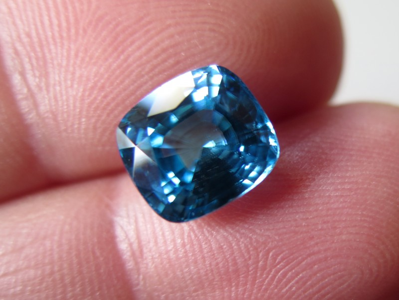 TOP QUALITY CERTIFIED BLUE ZIRCON 7.81cts...VVS+