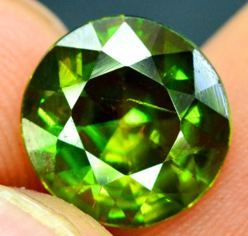 2.30 carats AAA Color Full Fire Natural Chrome Sphene Loose Gemstone