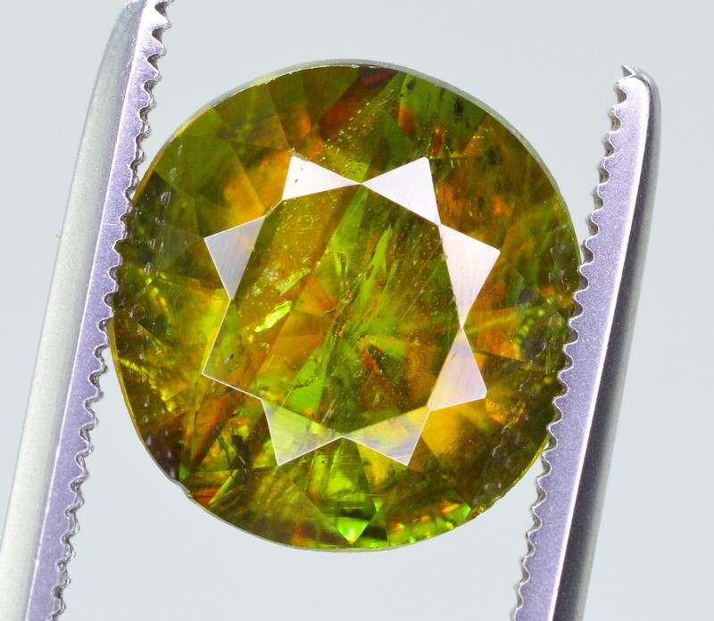 2.85 CT  NATURAL FIRE AND SPARKLING DIAMOND CUT GREEN SPHENE