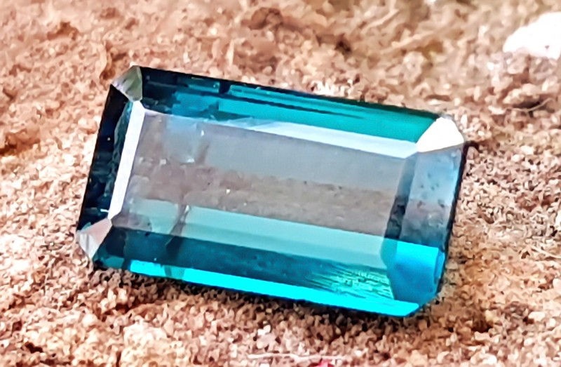 1.30 CTS NATURAl BLUEISH BAGUETTE CUT TOURMALINE GEMSTONE
