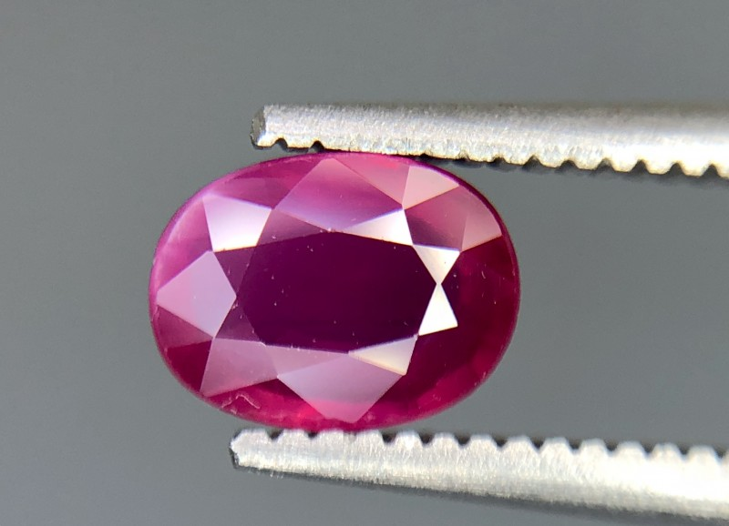 0.77 CRT GIL Certified Natural Unheated Ruby Facetted Gemstone