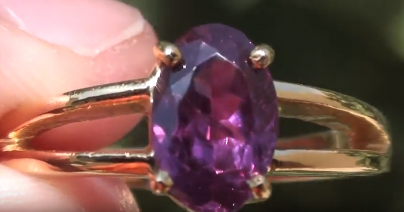 Purple Sapphire 1.53ct 18K Solid Yellow Gold Ring