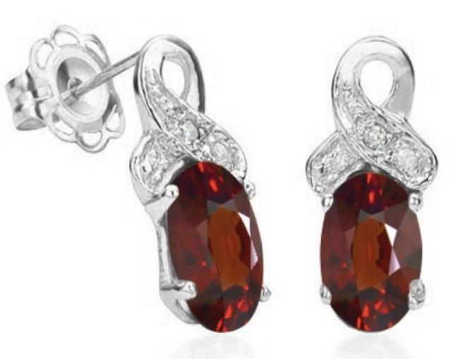 Lovely 1.10 Ct Garnet & 2pcs  Sterling Silver Stud Earrings