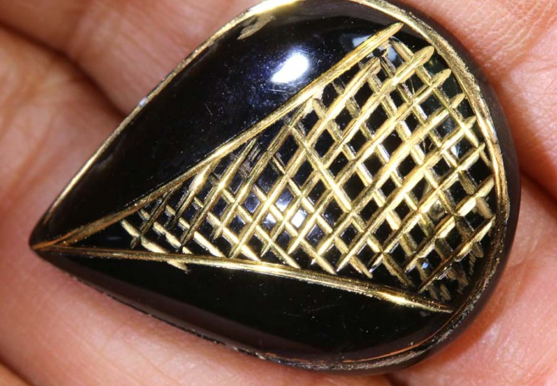 28.6 CTS BLACK ONYX  24KGOLD ENGRAVED  LG-2004