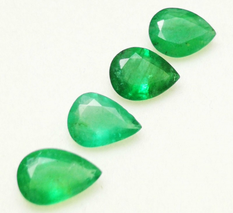 3.50  CTS NATURAL PEAR SHAPE 4 PIECES GREEN  EMERALD GEMSTONE