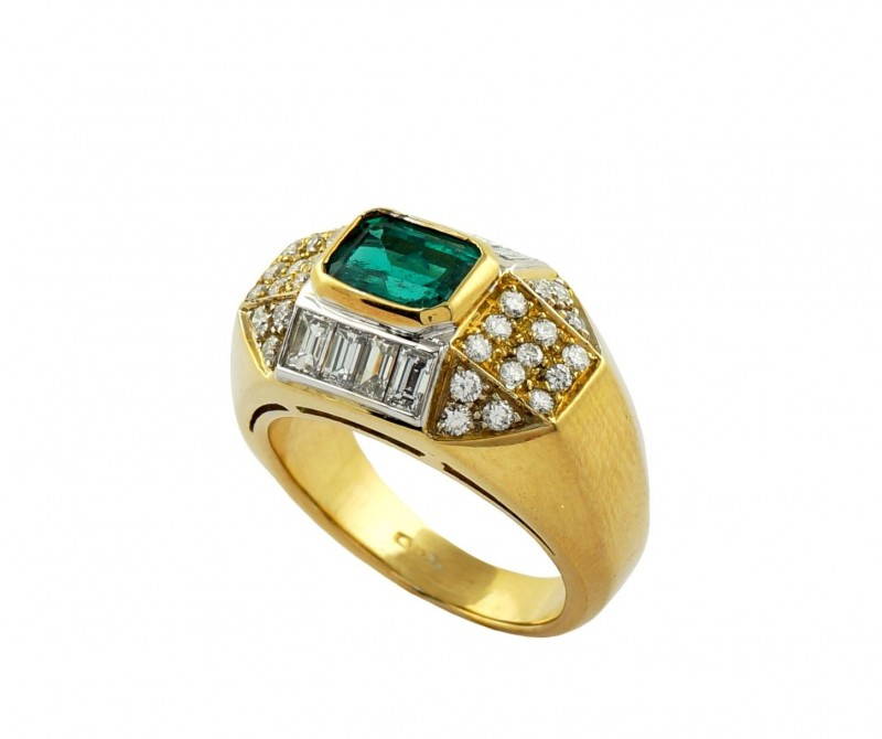 Gr  9.0 18 k Yellow Gold with Diamonds .    FB14