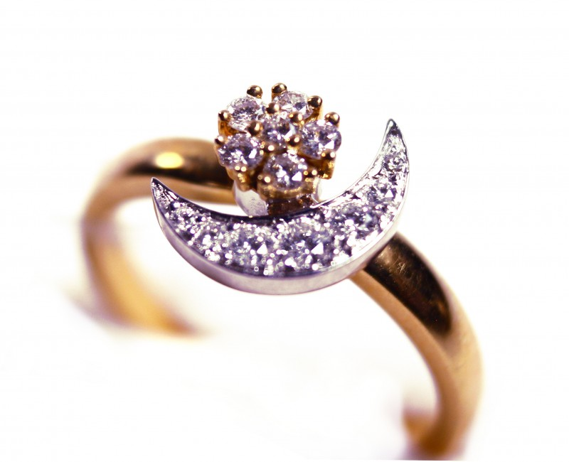 Rotating  Ring Gr 3.60   18 k  Gold with Diamonds .    FB96
