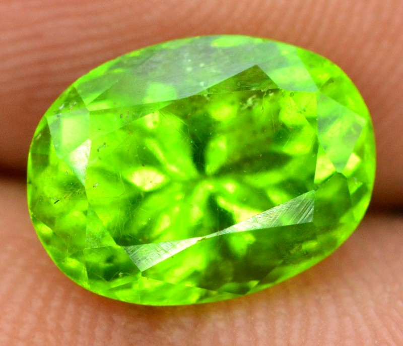 3.65 CTS Oval cut Natural Olivine Green Natural Peridot Gemstone