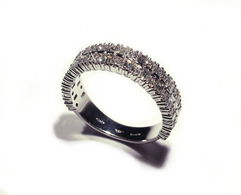 Gr 4.90   18 k White Gold with Diamonds Tot. Cts. 26.12    FB 25