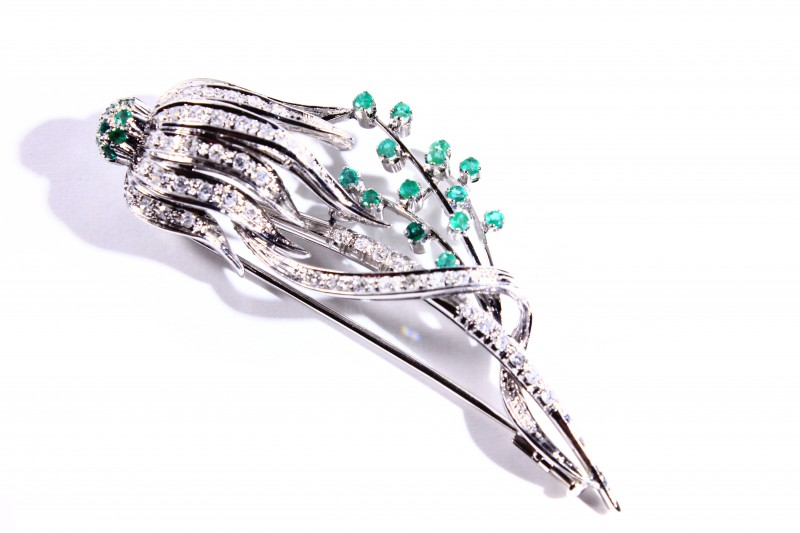 Gr 13.60  18 k White Gold with Diamonds and Emeralds     FB61