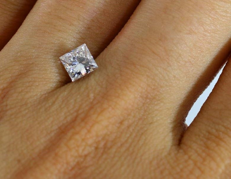 GIA CERTIFIED 0.70ct G/VVS2  Diamond , 100% Natural Untreated
