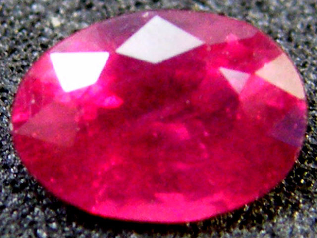 F/S EYE CLEAN SPARKLING OVAL RUBY 0.90 CTS RM 136