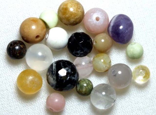 ASSORTED NATURAL STONE (PARCEL) DRILLED 55CTS NP-578